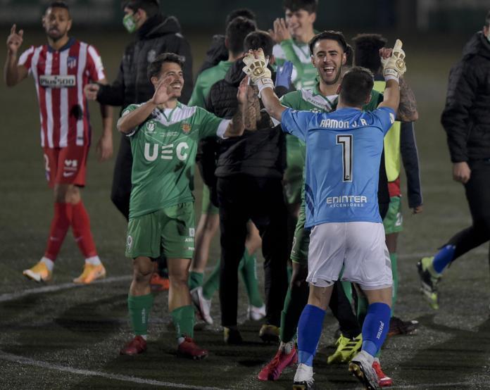 ผู้เล่นคอร์เนลลาตื่นเต้นกับชัยชนะเหนือทีมชั้นนำของลาลีกา  ภาพ: Mundo Deportivo