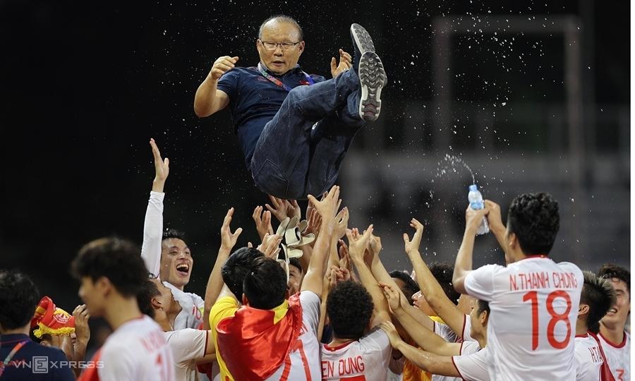 ผู้เล่นโค้ชช่องปาร์คหลังคว้าเหรียญทองซีเกมส์ 2019 ภาพ: Duc Dong.