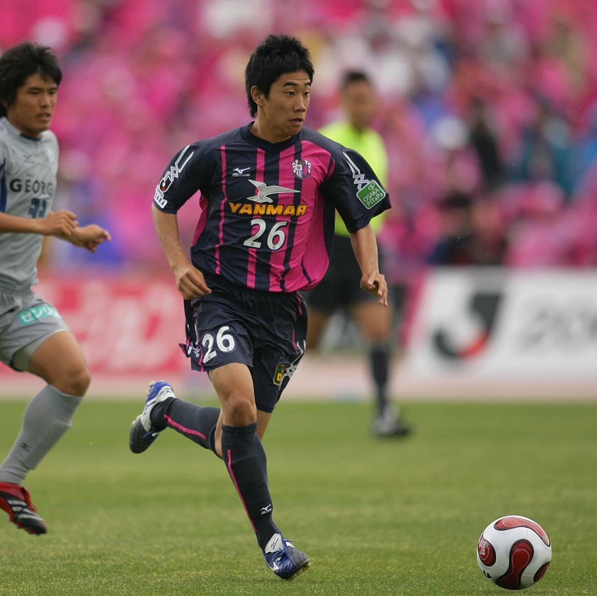 Shinji Kagawa từng chơi cho Cerezo từ tuổi 17, khoác áo CLB thành phố Osaka này giai đoạn 2006-2010 trước khi sang châu Âu, lần lượt chơi cho Dortmund, Man Utd, Besiktas, Zaragoza. Ảnh: Cerezo Osaka