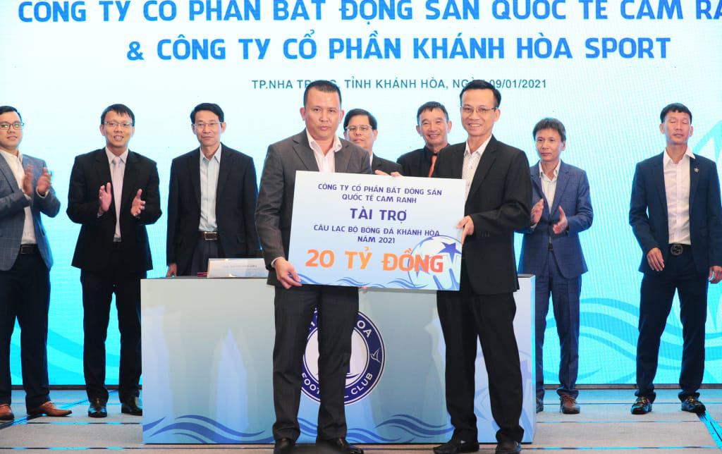 Dengan sponsor baru, Khanh Hoa berjanji akan kebugaran di Divisi Pertama 2021. Foto: Tam Cong.