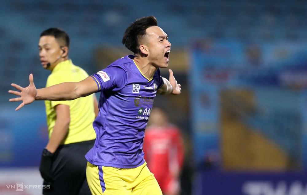 Bui Hoang Viet ANh terpilih sebagai pemain terbaik dalam pertandingan Piala Super Nasional pada sore hari tanggal 9 Januari di Stadion Hang Day.