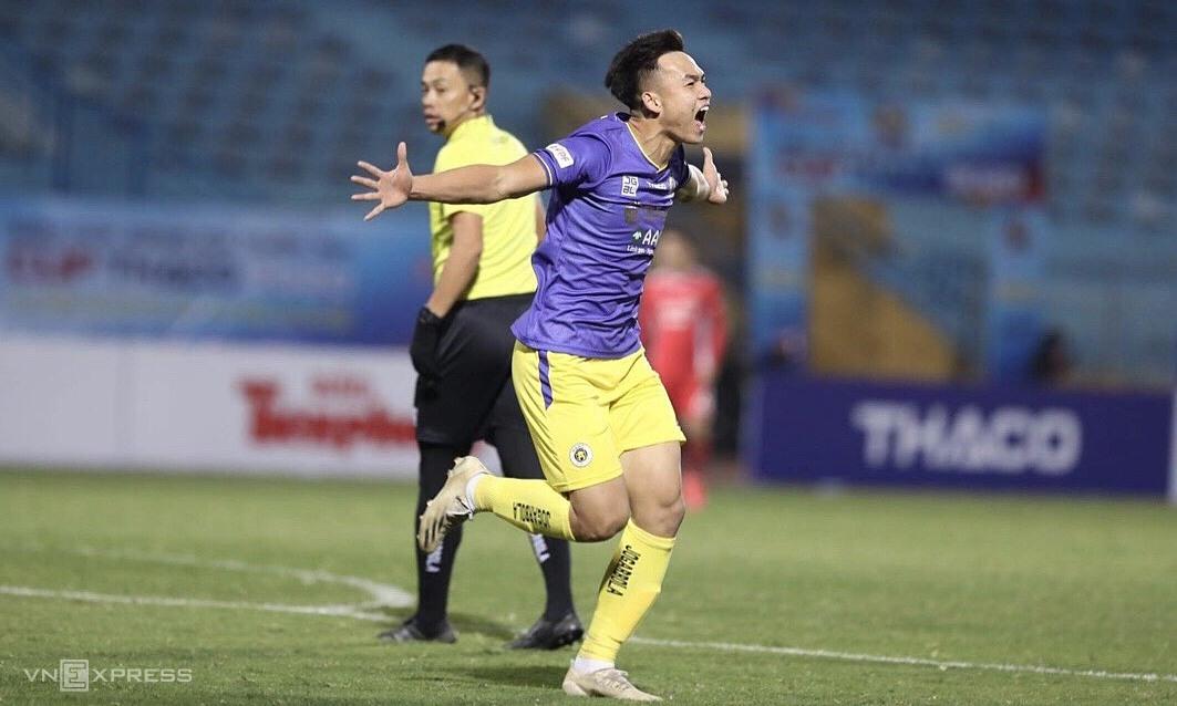 Việt Anh ghi bàn duy nhất trận đấu, và góp mặt trong pha bóng gây tranh cãi nhất. Ảnh: Lâm Thỏa