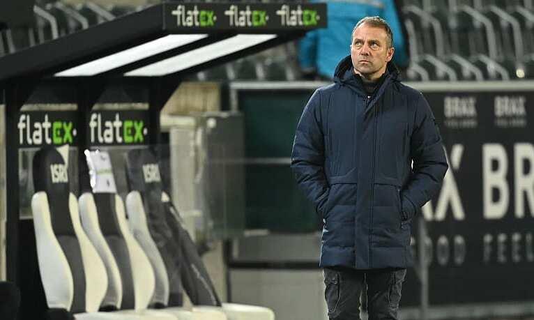 Hansi Flick ออกจากพื้นที่ทางเทคนิคอย่างผิดหวังหลังการแข่งขันที่ Borussia Park เมื่อวันที่ 8 มกราคม  ภาพ: Kicker