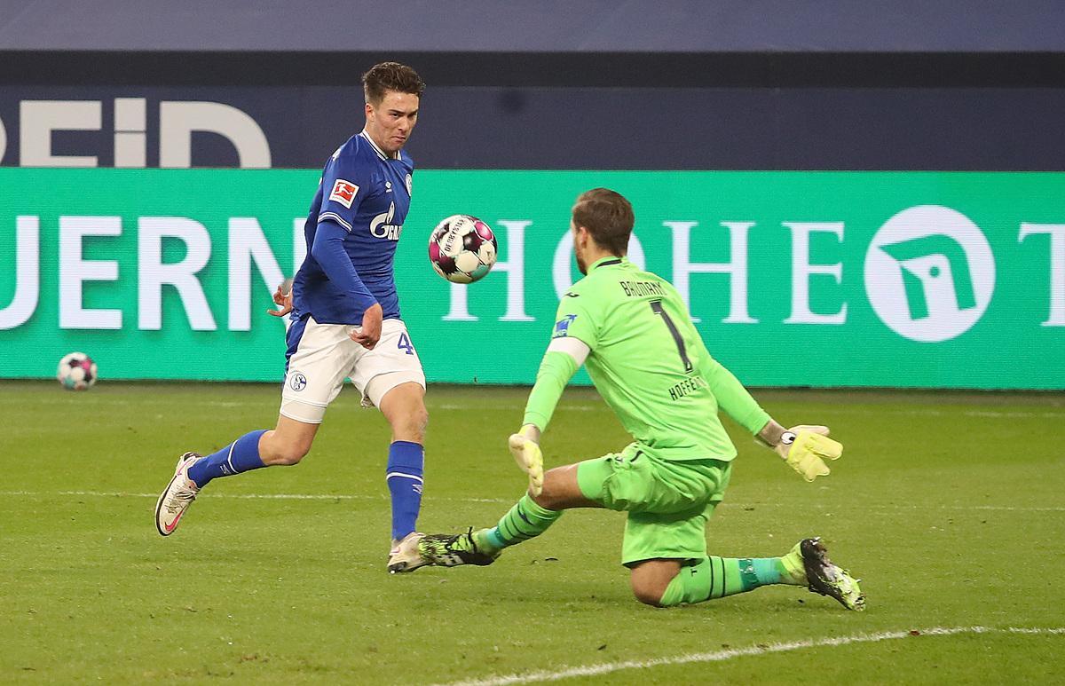 โฮป (ซ้าย) เกิดในอเมริกาและเติบโตที่บาร์เซโลนาก่อนจะมาที่ชาลเก้  แฮตทริกกับฮอฟเฟนไฮม์สามารถเปิดบทใหม่ให้กับกองหน้าวัย 19 ปี  ภาพ: Schalke04