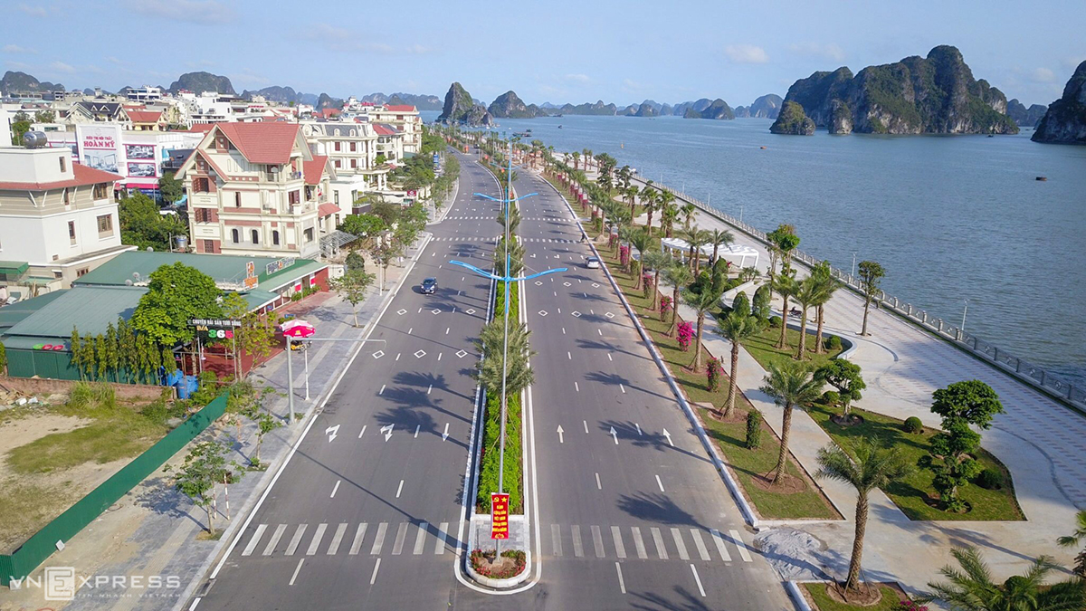The most beautiful sea view route on the planet in Ha Long.  Photo: Minh Cuong.