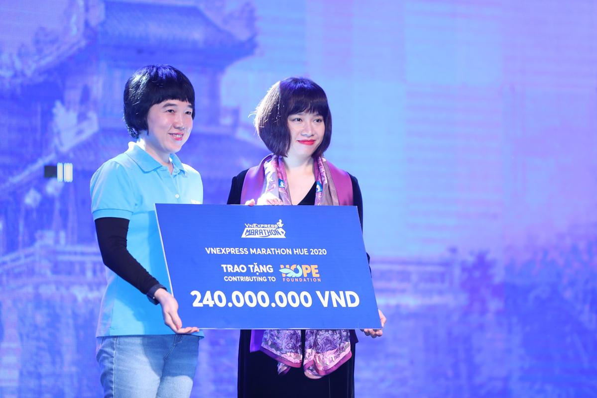 VM Huế trao 240 triệu đồng cho quỹ Hope
