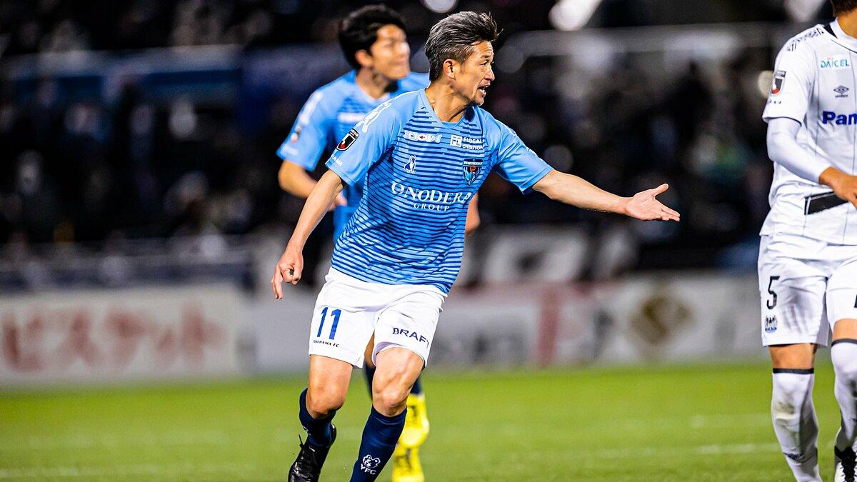 Kazu Miura có thêm một mùa chinh chiến nữa tại J-League 1, trong màu áo Yokohama FC. Ảnh: Yokohama.