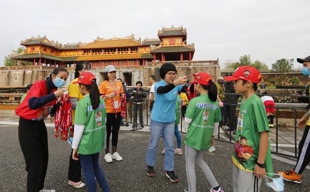 VM Huế trao 240 triệu đồng cho quỹ Hope - 2