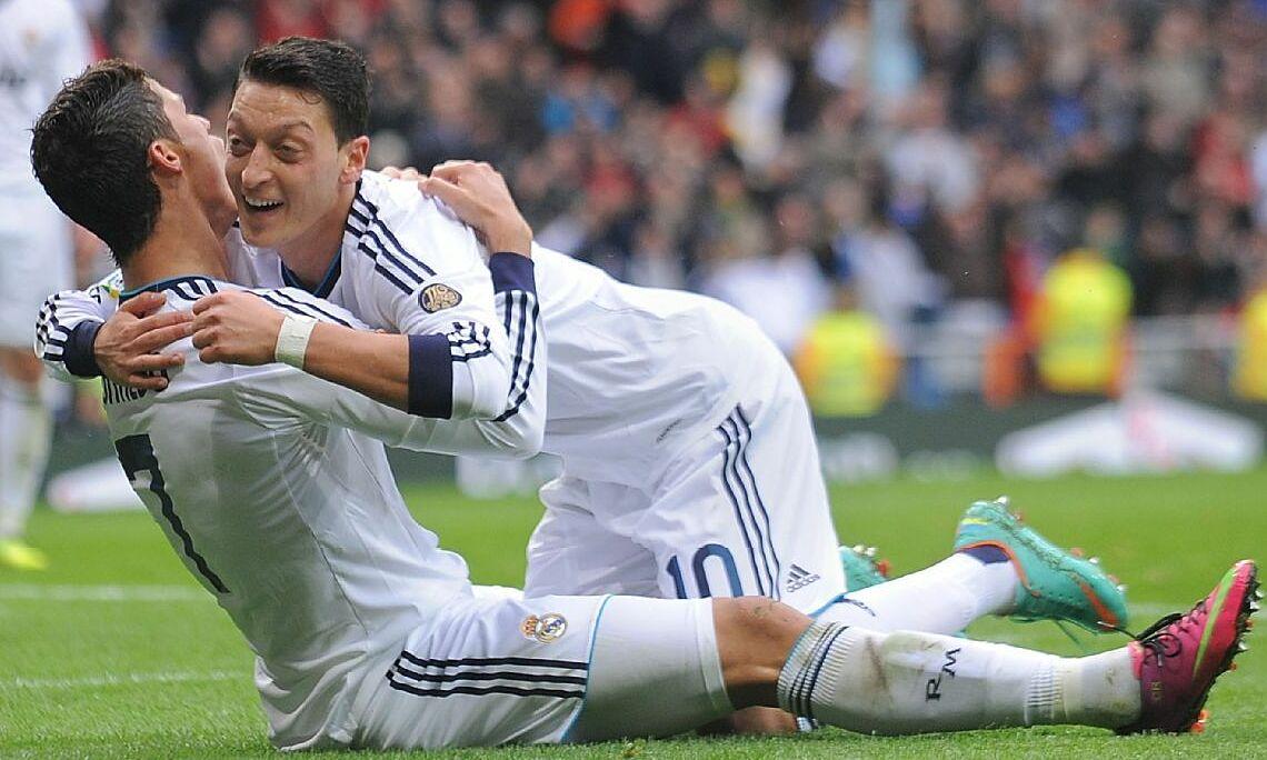 Trong giai đoạn 2010-2013 chơi bóng cùng nhau ở Real, Ozil (số 10) kiến tạo 81 bàn, còn Ronaldo ghi 168 bàn.