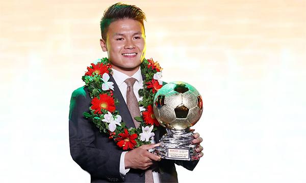 Quang Hai ได้รับรางวัล Vietnam Golden Ball 2018 รูปภาพ: Duc Dong
