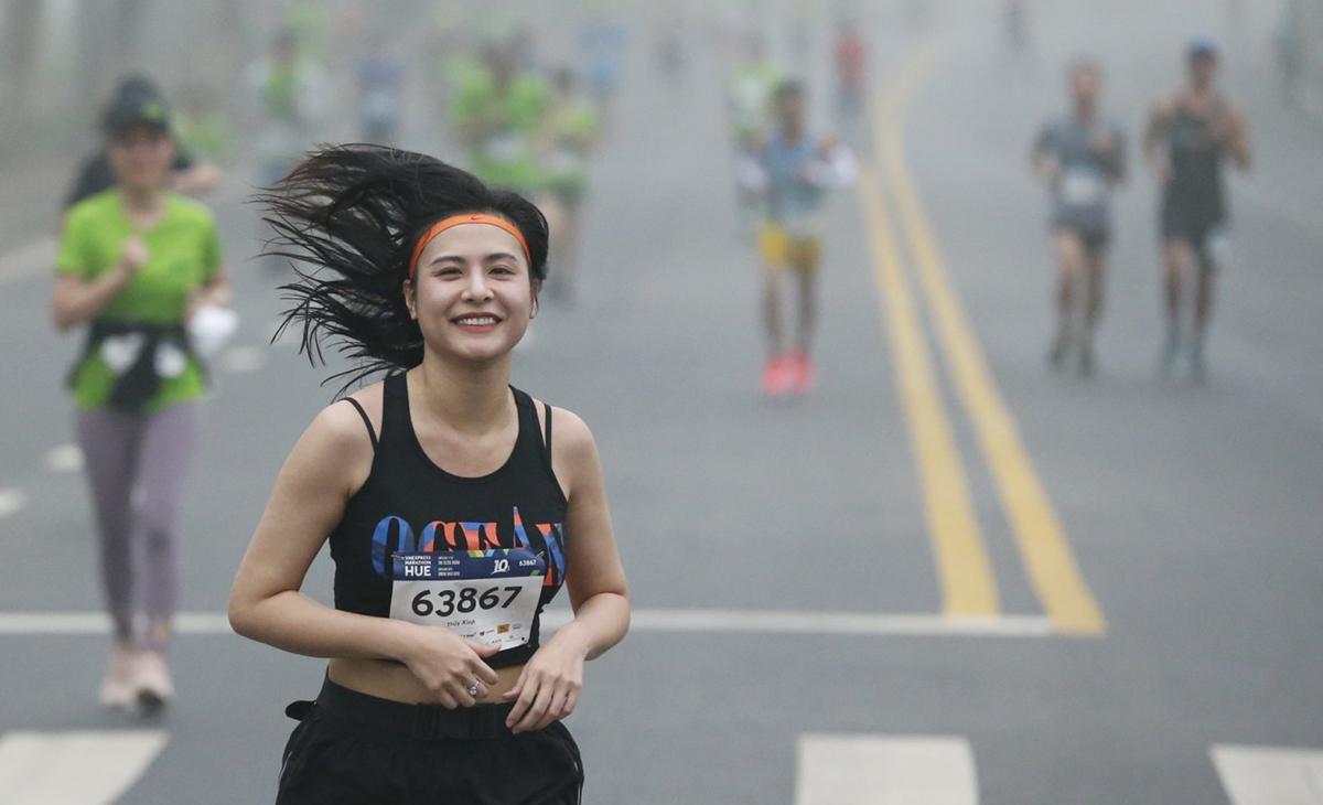 Seorang atlet menjalankan turnamen VM Hue pada 27 Desember.  Foto: VnExpress Marathon.