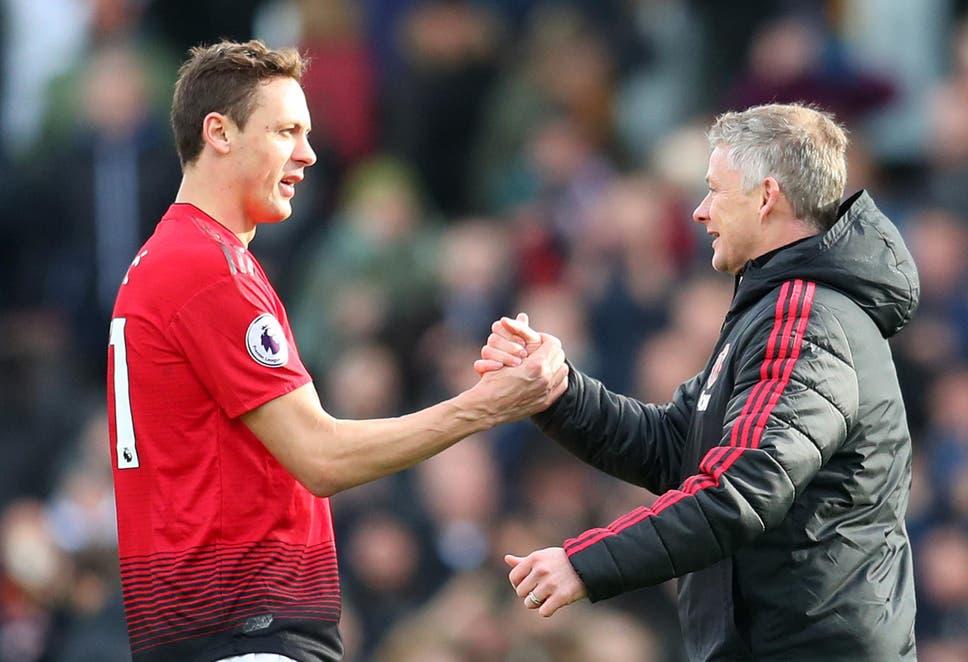 Matic (kiri) saat ini adalah gelandang paling berpengalaman Man Utd.  Foto: Reuters.