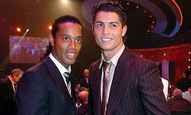 Nếu không mua Ronaldinho (trái), Barca đã có thể chiêu mộ Ronaldo hè 2003. Ảnh: Marca