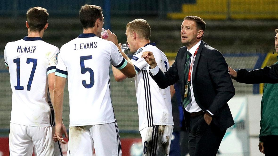 HLV Baraclough tận dụng triệt để sáu quyền thay người để giúp Bắc Ireland giành vé đấu play-off Euro 2021. Ảnh: PA