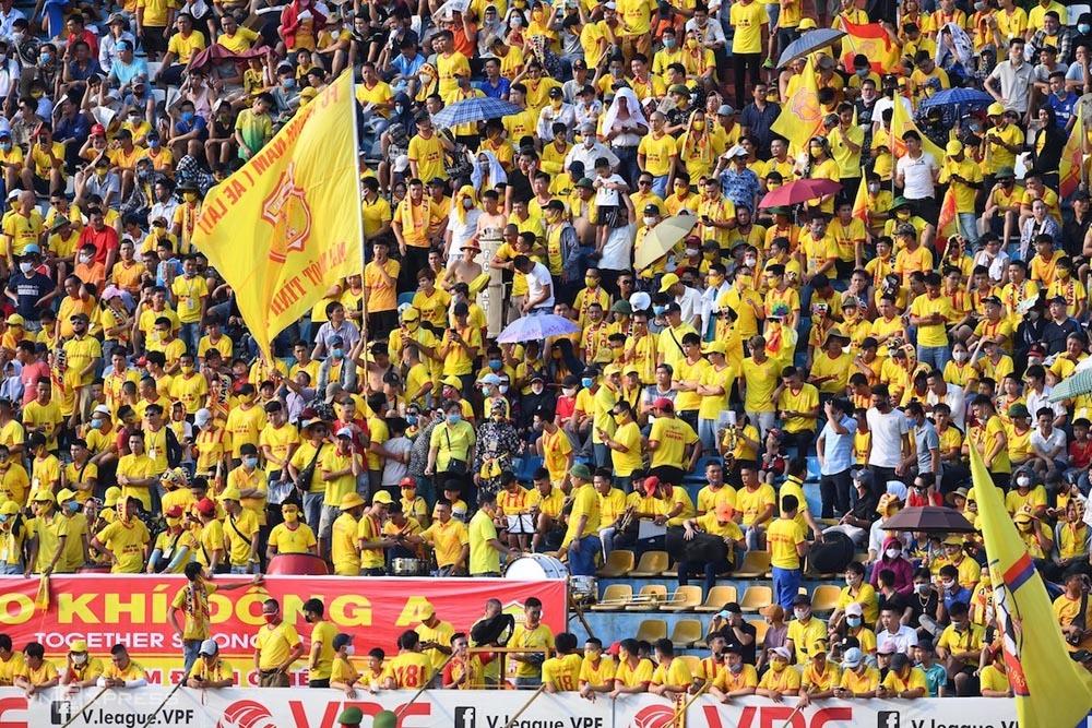 Stadion Thien Truong selalu dipenuhi penonton sejak Nam Dinh kembali ke V-League pada 2018. Foto: Duc Dong