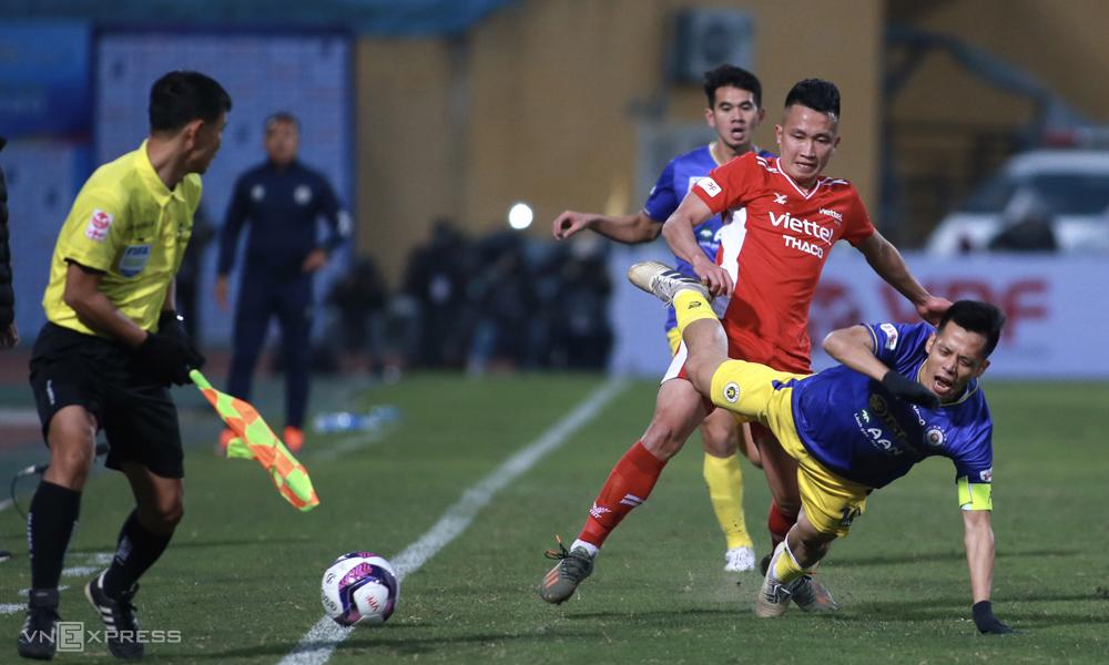 Daya saing yang semakin kuat menjadi bukti perubahan positif yang telah diraih sepak bola Vietnam setelah 20 tahun menjadi profesional di V-League.  Foto: Lam Tho