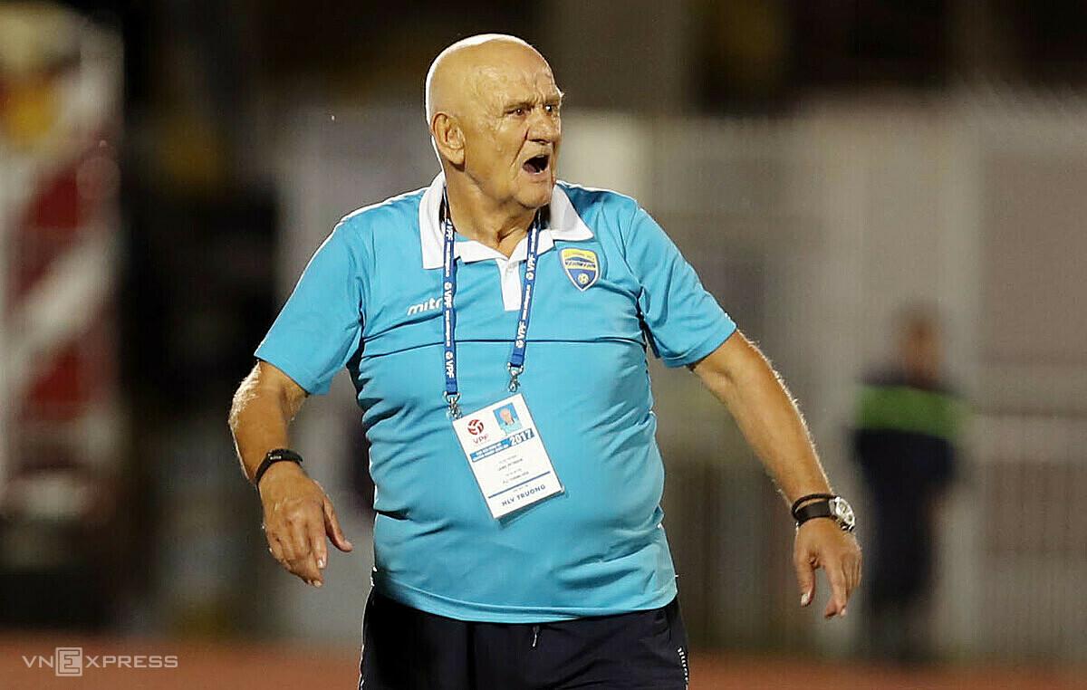 Ông Petrovic trở lại hứa hẹn giúp bóng đá xứ Thanh khởi sắc sau nhiều mùa bóng lận đận. Ảnh: Đức Đồng.