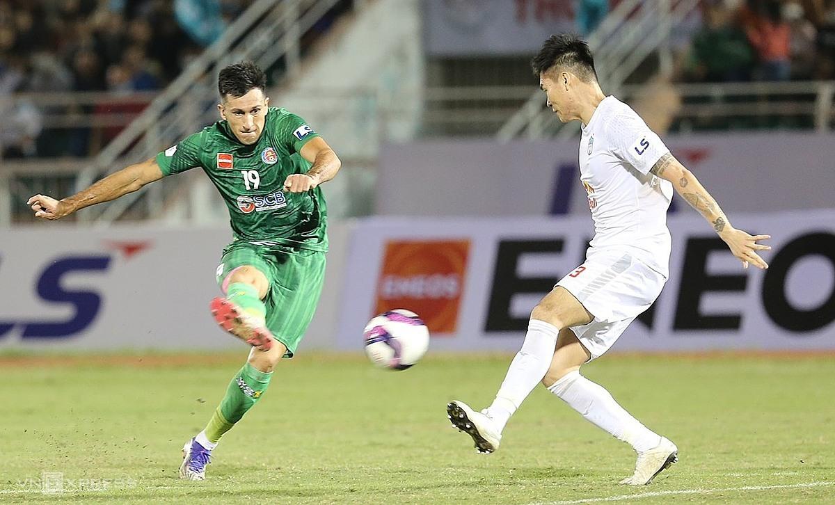 Do Merlo menyenangkan, mencetak satu-satunya gol untuk Saigon.  Foto: Duc Dong.