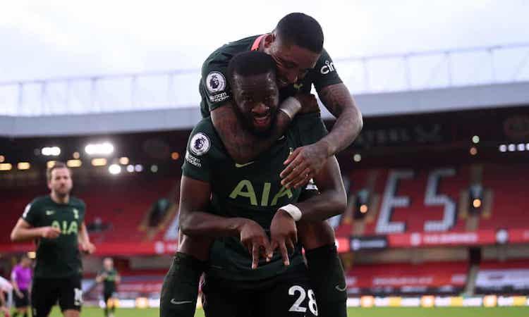 Ndombele chia vui sau khi ghi bàn nâng tỷ số lên 3-1. Ảnh: PA.