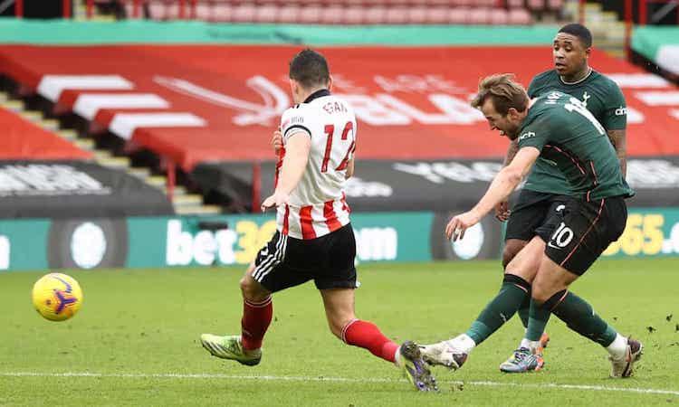 Kane menghukum ketidaksabaran Sheffield dengan serangan dingin.  Foto: NMCPool.