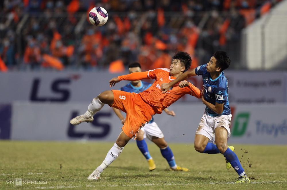 Hà Đức Chinh giúp Đà Nẵng có chiến thắng ngày ra quân tại V-League 2021. Ảnh: Hải Nam