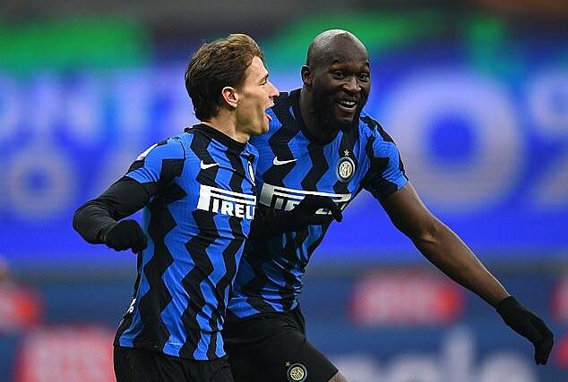 Lukaku (phải) mừng bàn thắng cùng Barella. Ảnh: Inter FC.