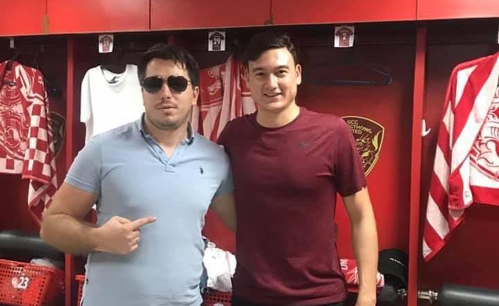 Dang Van Lam dengan perwakilannya Grushin (kiri).  Keduanya telah bekerja sama sejak Van Lam masih muda di Rusia.  Foto: Matichon.