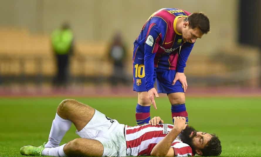 Messi bertanya setelah memukul kepala Villalibre.  Foto: Sutterstock