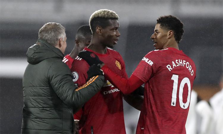 Pogba giúp Man Utd giành chiến thắng thứ tám trên sân khách mùa này. Ảnh: Reuters.