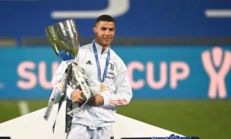 Piala Super Italia 2021 adalah gelar keempat yang diraih Ronaldo bersama Juventus.  Foto: Reuters.