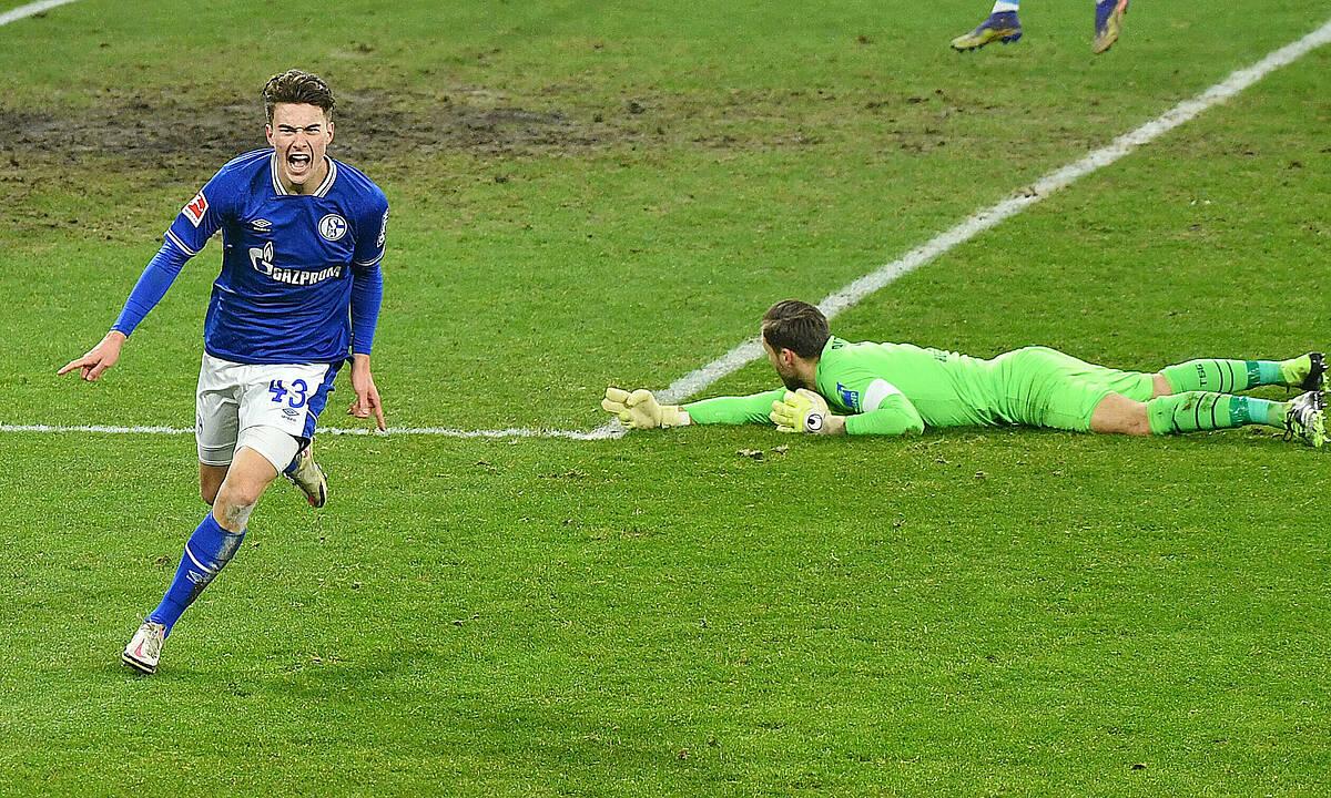 Hoppe mừng bàn gỡ 1-1 trước Cologne hôm 20/1. Ảnh: DPA