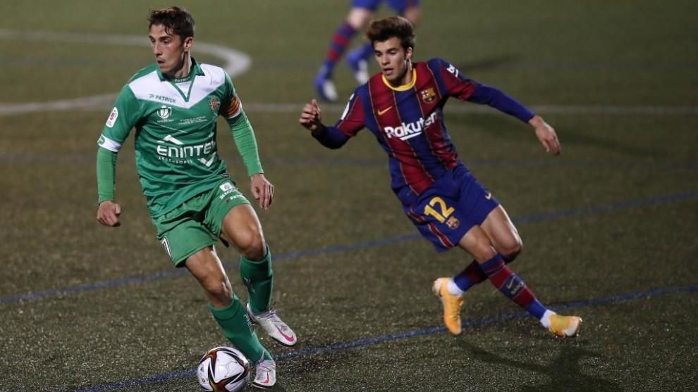 คอร์เนลล่า (เสื้อเขียว) แข็งแกร่งมากเมื่อเทียบกับบาร์ซ่า  ภาพ: Marca