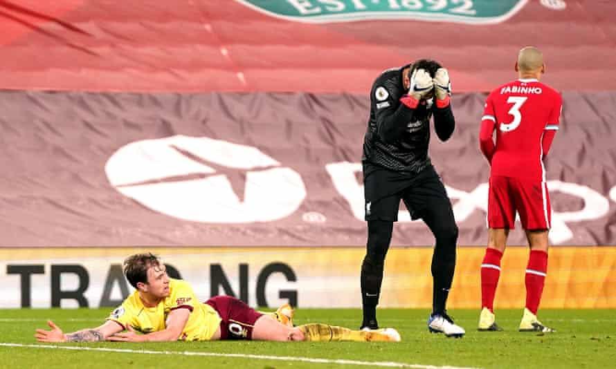 Thủ môn Alisson ôm đầu sau khi phạm lỗi với Ashley Barnes trong cấm địa dẫn tới bàn thua duy nhất. Ảnh: PA
