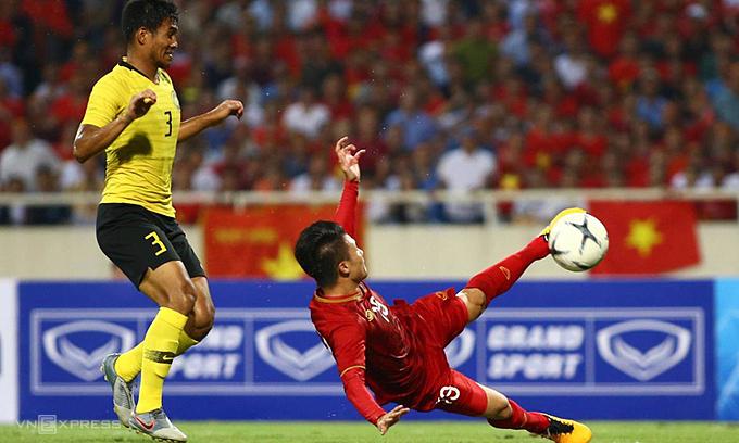 Quang Hai mencetak satu-satunya gol untuk membantu Vietnam memenangkan Malaysia di fase satu, pada 10 Oktober 2019.  Foto: Lam Tho