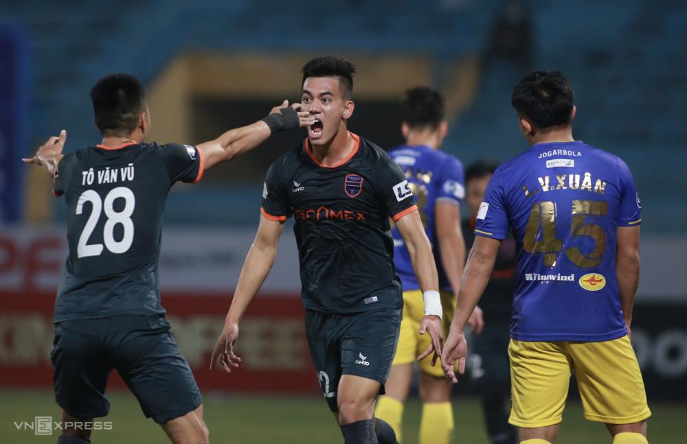 Bình Dương lội ngược dòng đánh bại Hà Nội 2-1 ngay trên sân Hàng Đẫy ngày 23/1. Ảnh: Lâm Thoả