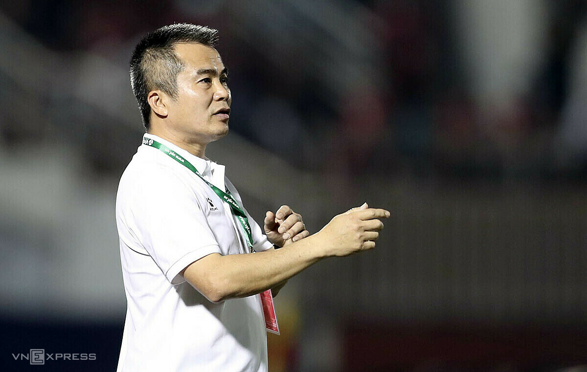 Pelatih Pham Minh Duc ingin Var membuat V-League lebih adil.  Foto: Duc Dong.