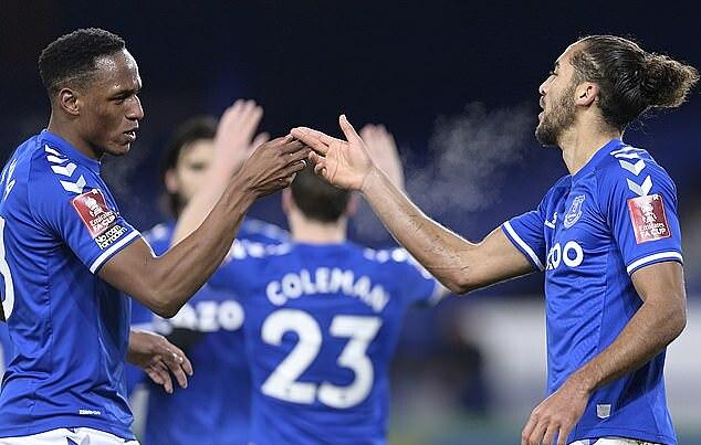 Mina (trái) và Calvert-Lewin cùng lập công tối 24/1. Ảnh: Everton FC.