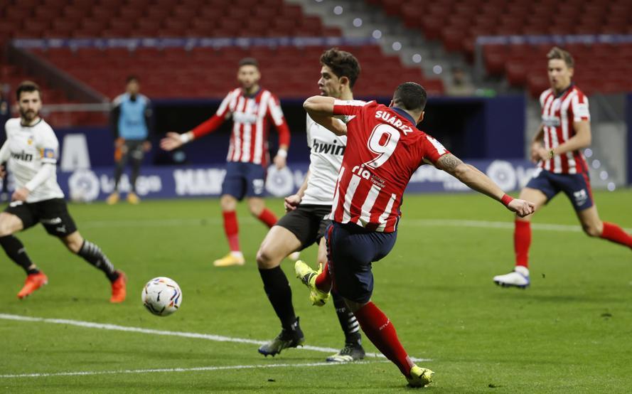 Suarez melampaui Messi dalam perburuan gol La Liga