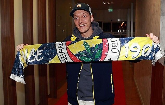 Ozil đến Thổ Nhĩ Kỳ hôm Chủ nhật 24/1. Ảnh: AFP.