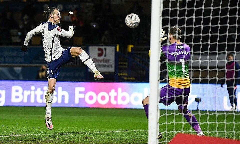 Bale ตีเสมอในช่วงท้ายครึ่งแรก  ภาพ: DailyMail