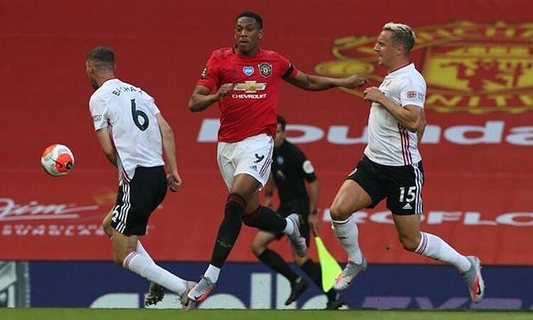Anthony Martial ghi hat-trick khi Man Utd đánh bại Sheffield United 3-0 hồi tháng 6/2020. Ảnh: Reuters.