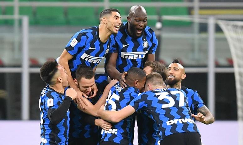 Cầu thủ Inter mừng bàn thắng quyết định của Eriksen. Ảnh: Reuters