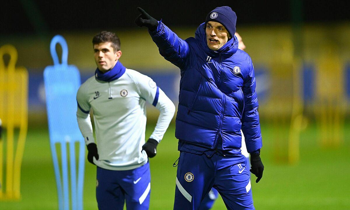 Tuchel chỉ đạo buổi tập của Chelsea chiều 26/1. Ảnh: Sky Sports