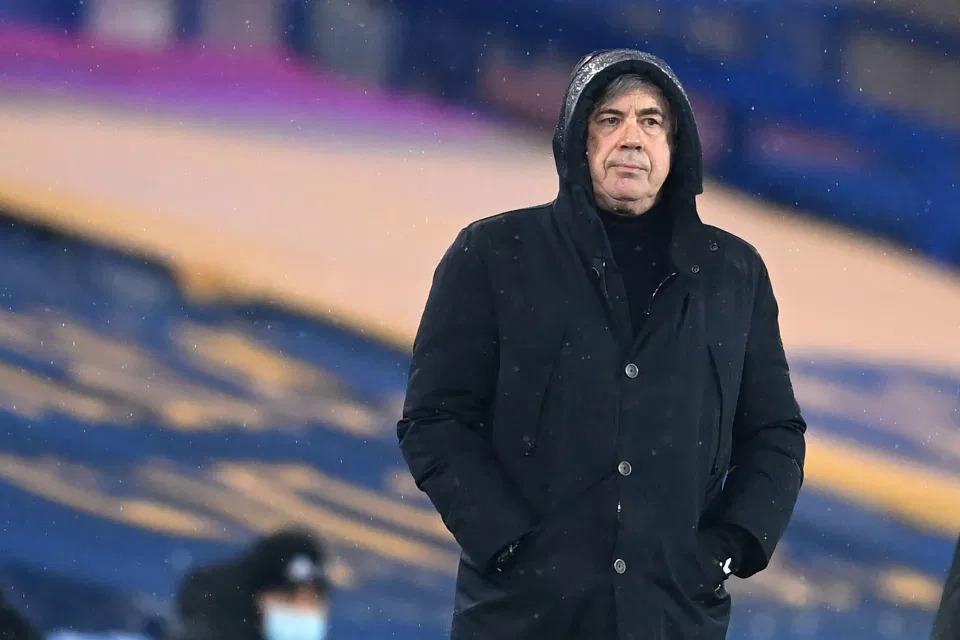 HLV Ancelotti không hài lòng trước bàn thua của Everton. Ảnh: AFP