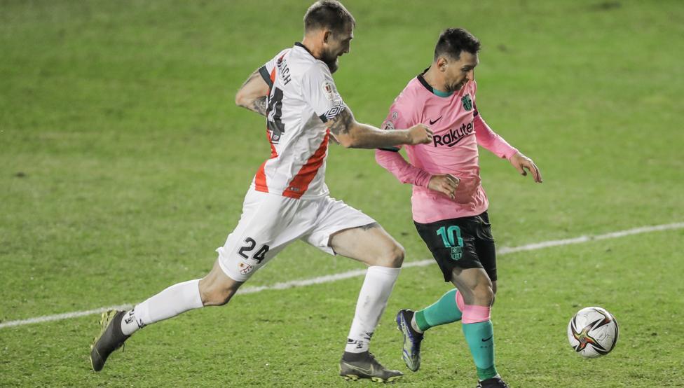 Barca masih mengandalkan momen gemilang Messi.  Foto: EFE.