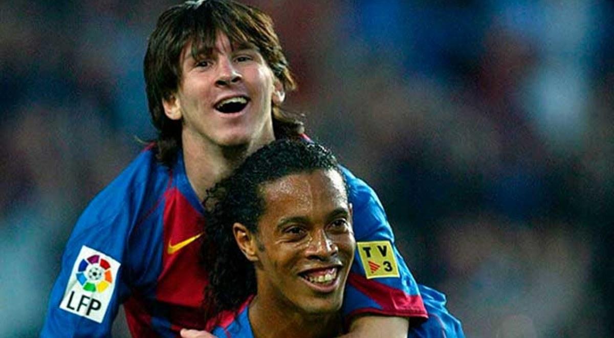 Ronaldinho membonceng Messi setelah membantu Messi mencetak gol pertamanya untuk Barca.  Foto: FCB