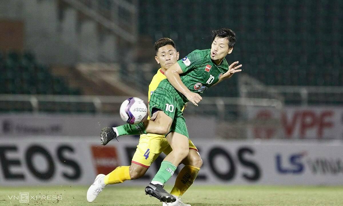 Pengalaman Matsui membantu Saigon FC bermain dari tengah lapangan.  Foto: Lam Dong