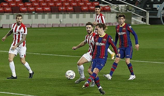 Griezmann จบระยะใกล้เพื่อตัดสินชัยชนะของ Barca  ภาพ: Reuters