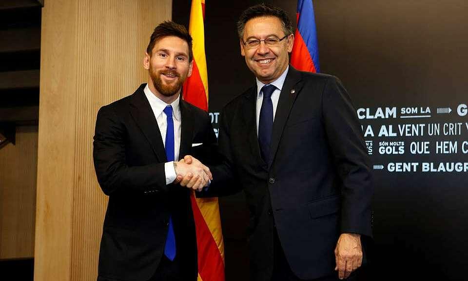 Messi (kiri) dan Bartomeu belum muncul.  Foto: Reuters