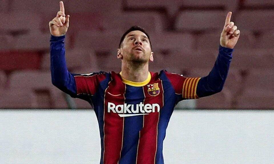 Messi mừng cú sút phạt hạ gục thủ môn Unai Simon, mở tỷ số cho Barca trong trận thắng Athletic Bilbao tối 31/1. Ảnh: Reuters